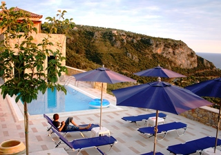 Manolou Resort