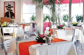 Hotel Ambiance Suites Restaurant