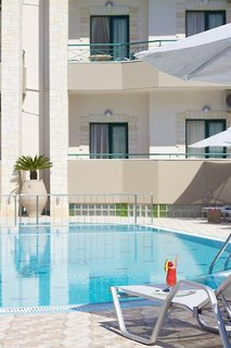 Hotel Amalia Apartments & Studios Pool