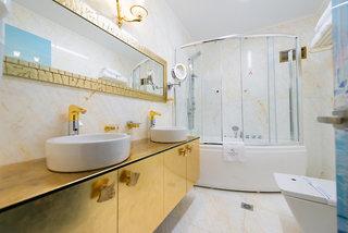 Hotel Fiscardonna Luxury Suites Badezimmer