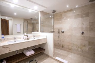Hotel Impressive Premium Resort & SpaBadezimmer
