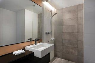 Hotel Adina Apartment Hotel Leipzig Badezimmer
