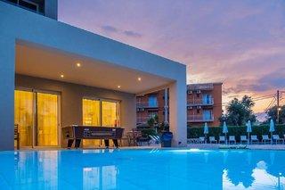 Hotel CNic Gemini Pool