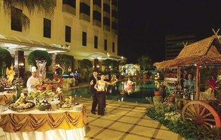 Hotel Chaophya Park Bangkok Pool