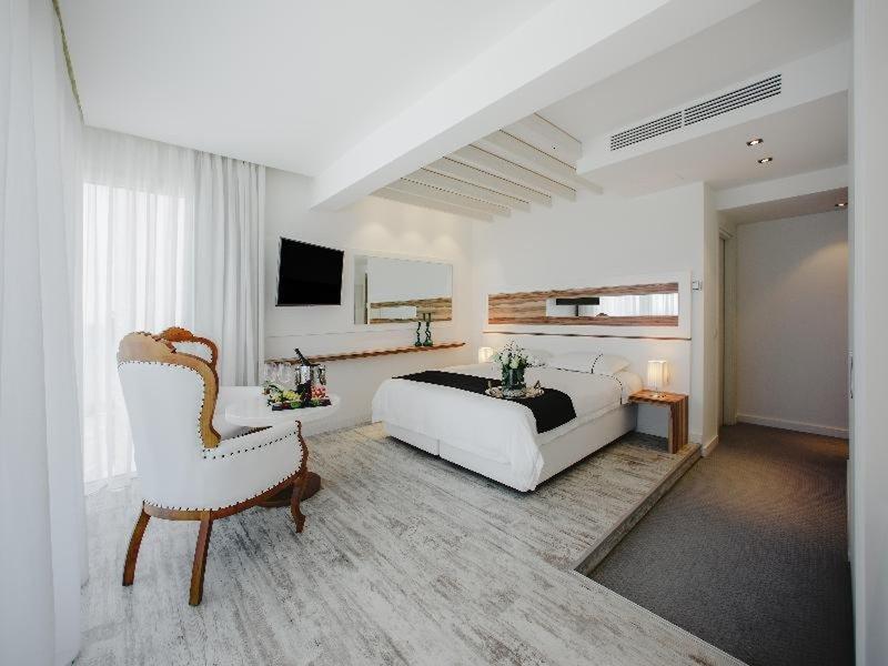 The Ciao Stelio Deluxe Hotel 12