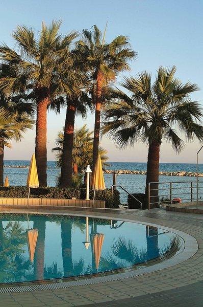Palm Beach Hotel & Bungalows 10