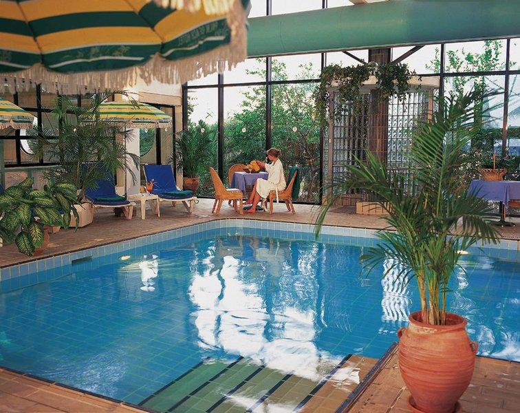 Palm Beach Hotel & Bungalows 11