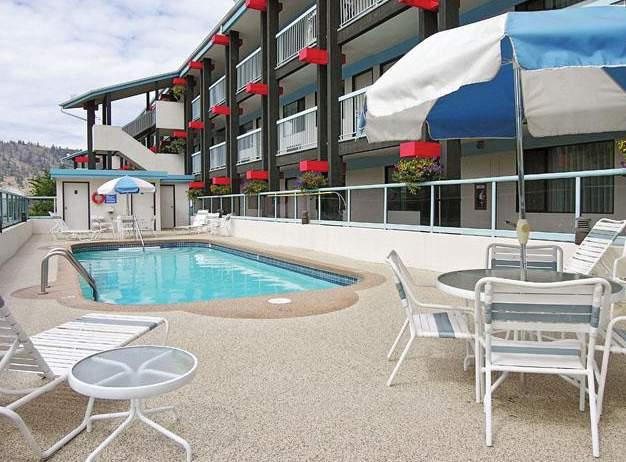 Accent Inn Kamloops Pool