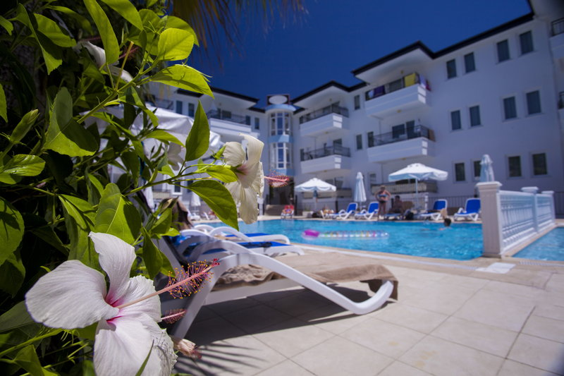 Apart Hotel Adora Pool