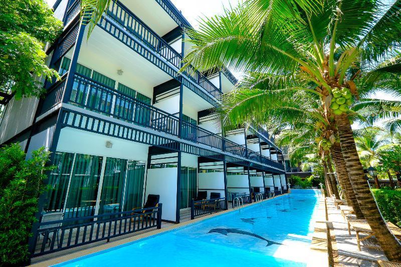 Aranta Airport Hotel Pool