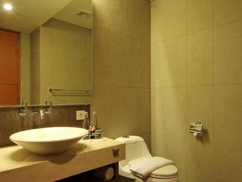 Adhi Jaya Sunset Hotel Badezimmer
