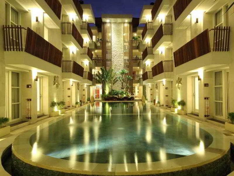 Adhi Jaya Sunset Hotel Hallenbad