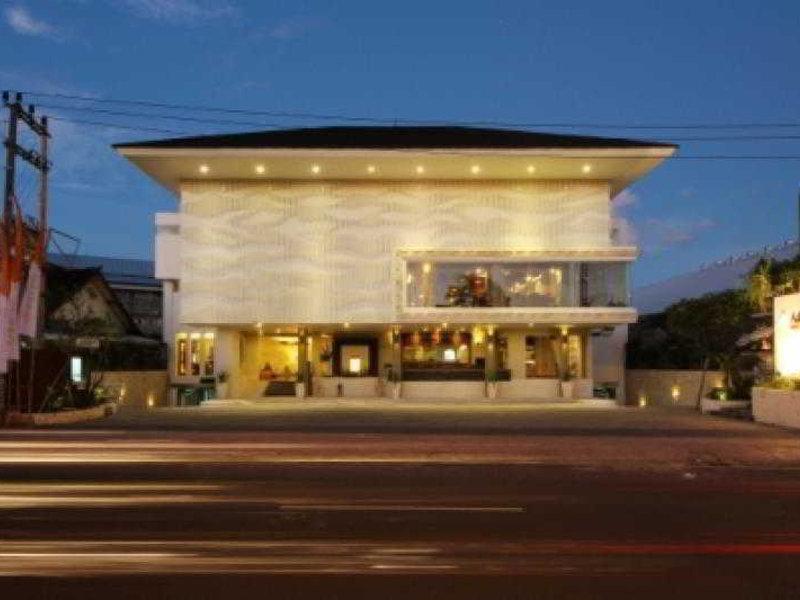 Adhi Jaya Sunset Hotel Außenaufnahme
