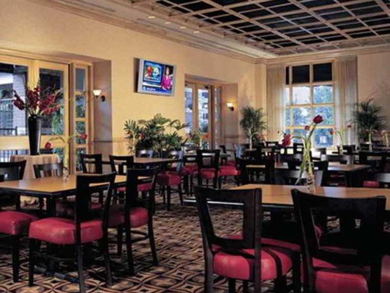 DoubleTree Suites by Hilton Austin Bar
