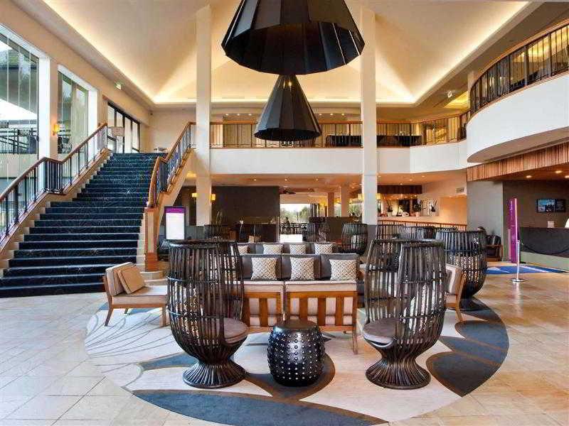 Mercure Gold Coast Resort Bar