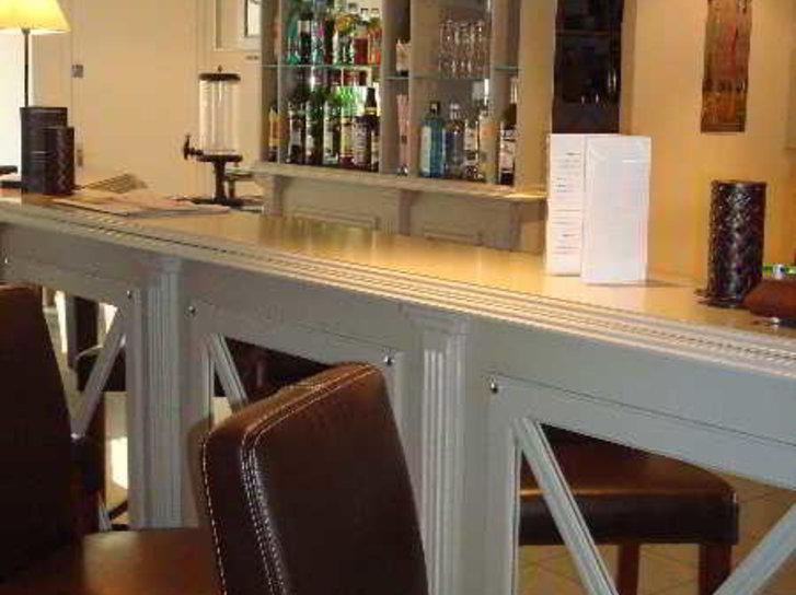 Qualys-Hotel Almoria Bar