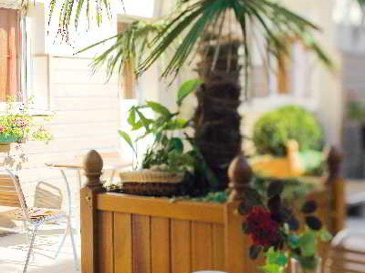 Qualys-Hotel Almoria Terrasse