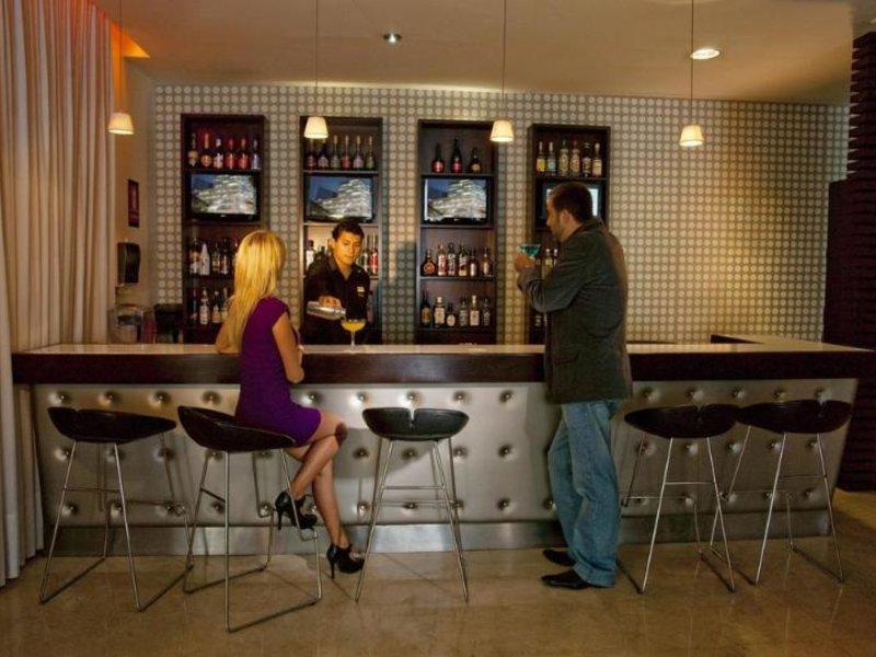 Radisson Hotel San Isidro Bar