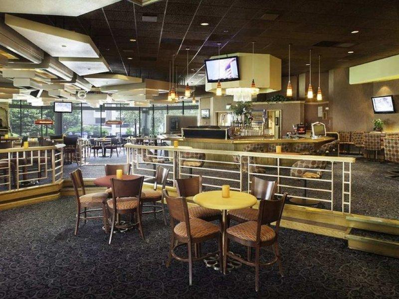 DoubleTree by Hilton Colorado Springs Bar