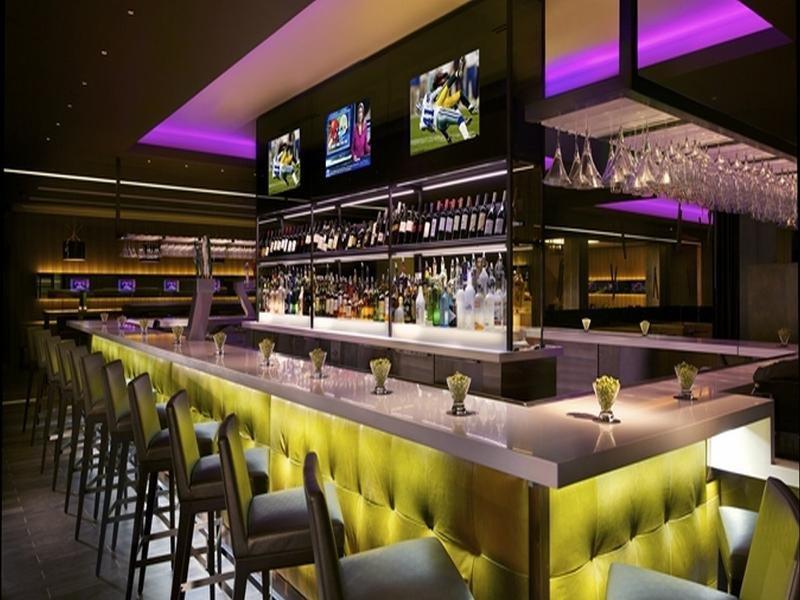 Hilton Anatole Bar