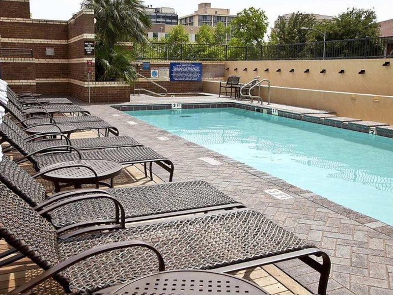 DoubleTree Suites by Hilton Austin Pool