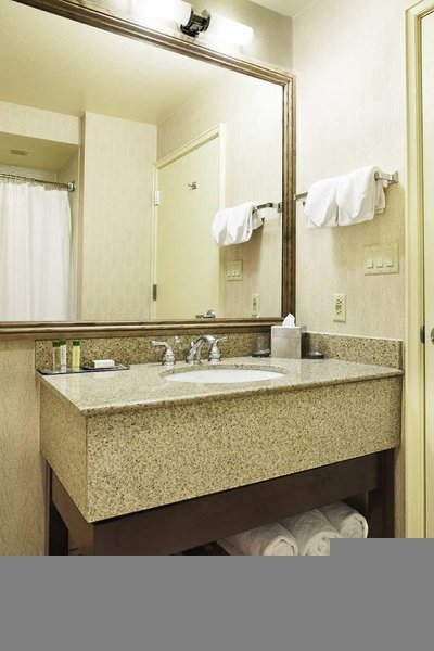 DoubleTree by Hilton Colorado Springs Badezimmer