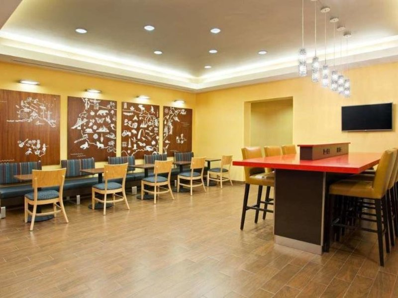 TownePlace Suites Carlsbad Bar