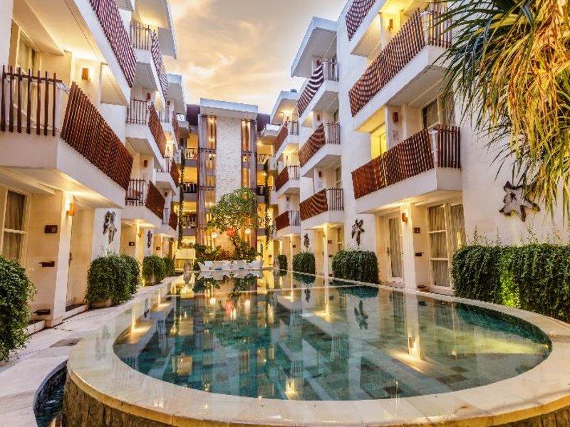 Adhi Jaya Sunset Hotel Pool