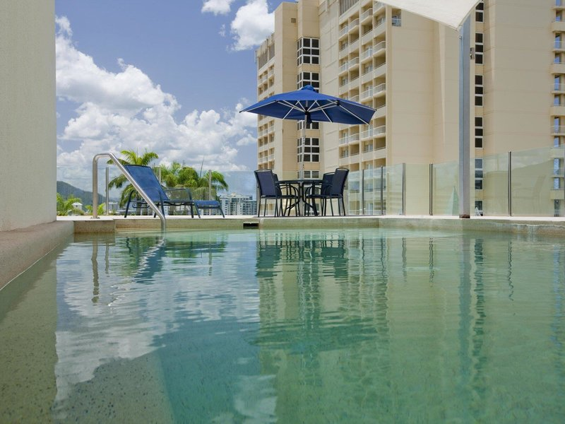 Park Regis City Quays Pool