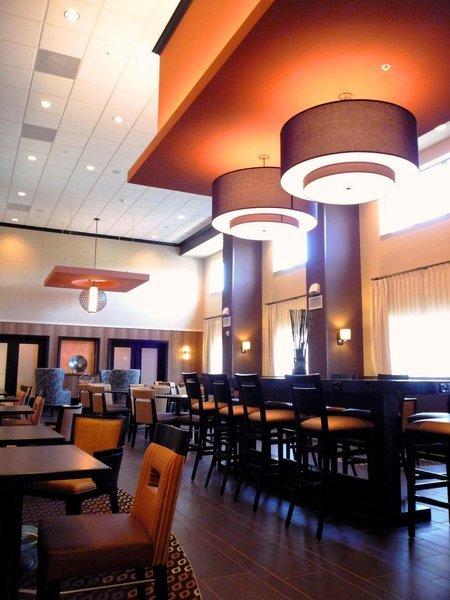 Hampton Inn & Suites Flint/Grand Blanc Bar