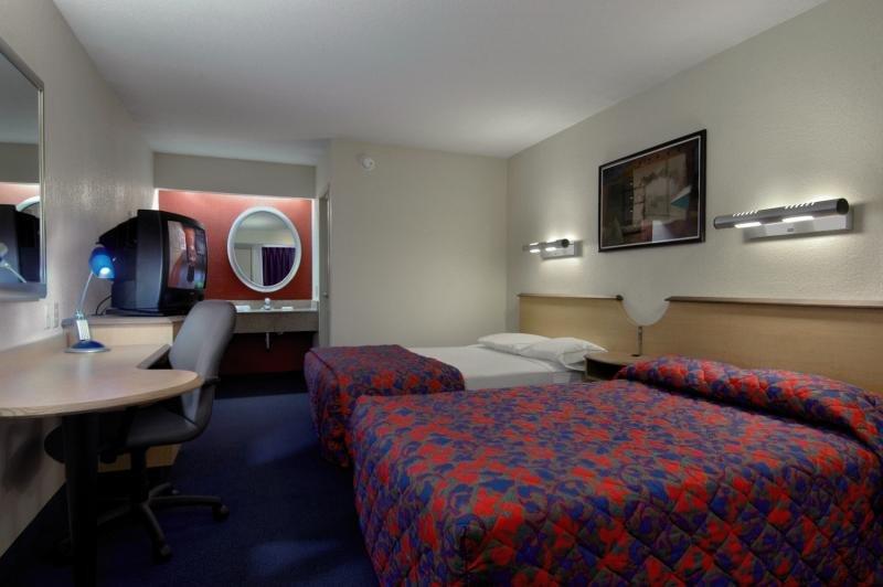 Midpointe Hotel by Rosen Hotels By Convention Center Wohnbeispiel