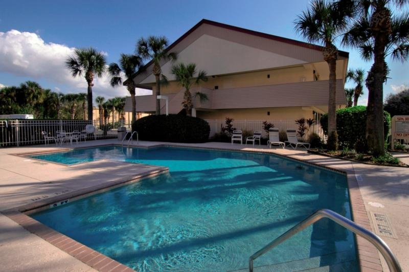Midpointe Hotel by Rosen Hotels By Convention Center Pool