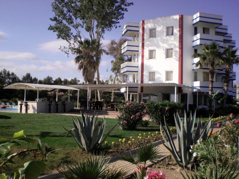 Skys Hotel Außenaufnahme