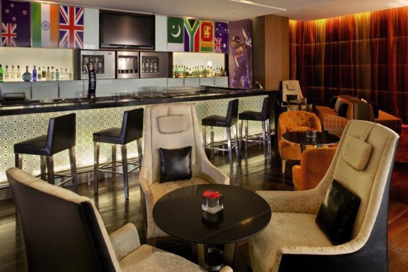 Holiday Inn Mumbai International Airport Bar