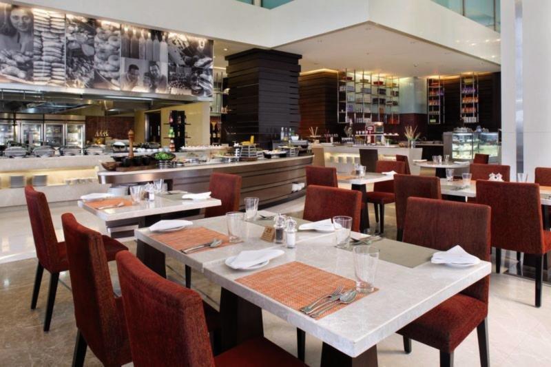Holiday Inn Mumbai International Airport Restaurant