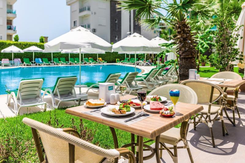 Löwe Hotel Terrasse