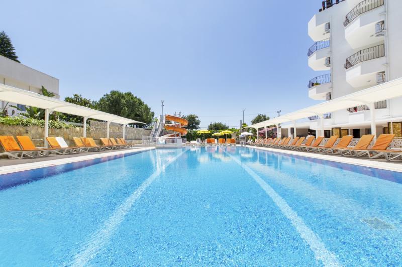 Öz Side Pool