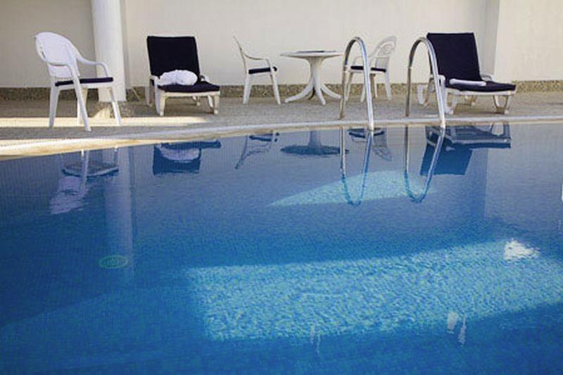 Avari Barsha Pool