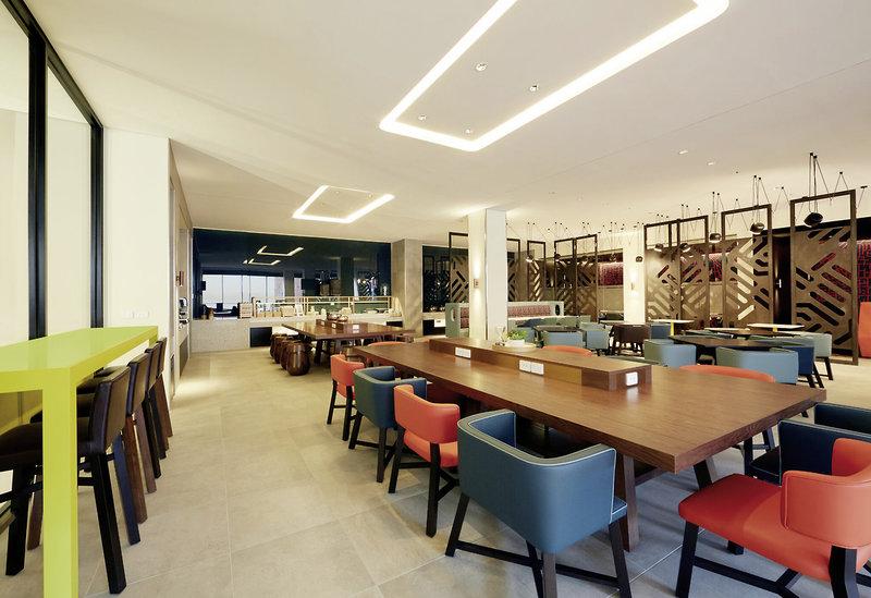 Holiday Inn Express Adelaide City Centre Bar
