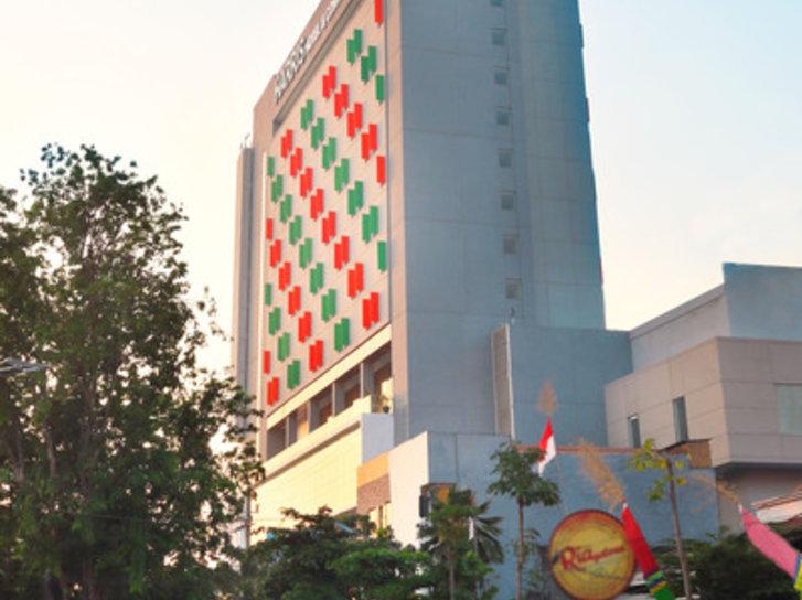 HARRIS Hotel & Conventions Gubeng Surabaya Außenaufnahme
