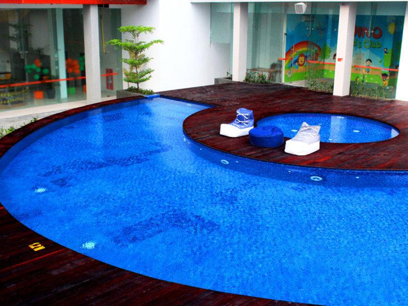 HARRIS Hotel & Conventions Gubeng Surabaya Pool