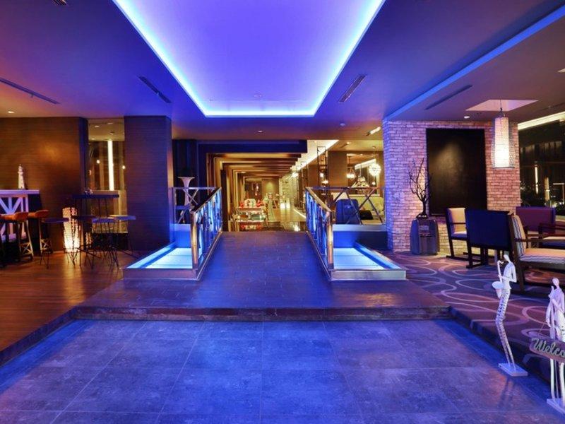 HARRIS Hotel & Conventions Gubeng Surabaya Lounge/Empfang