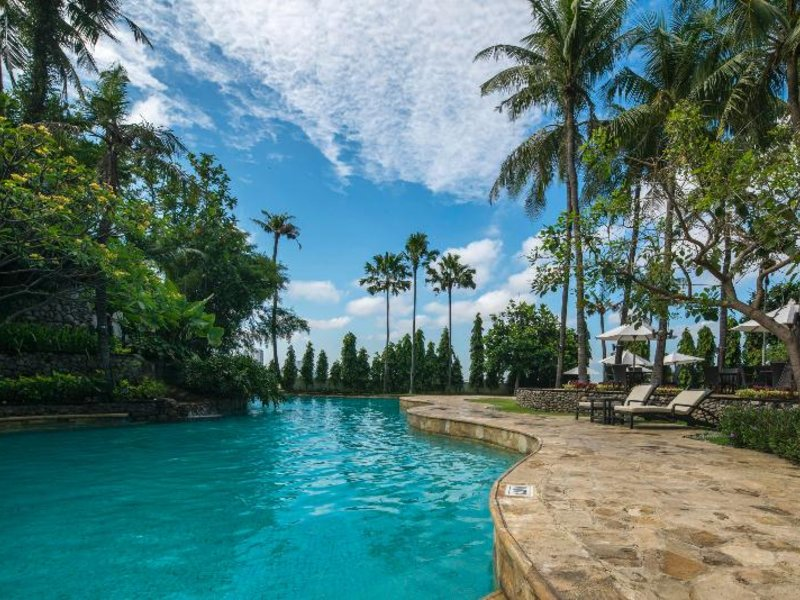 JW Marriott Hotel Surabaya Pool