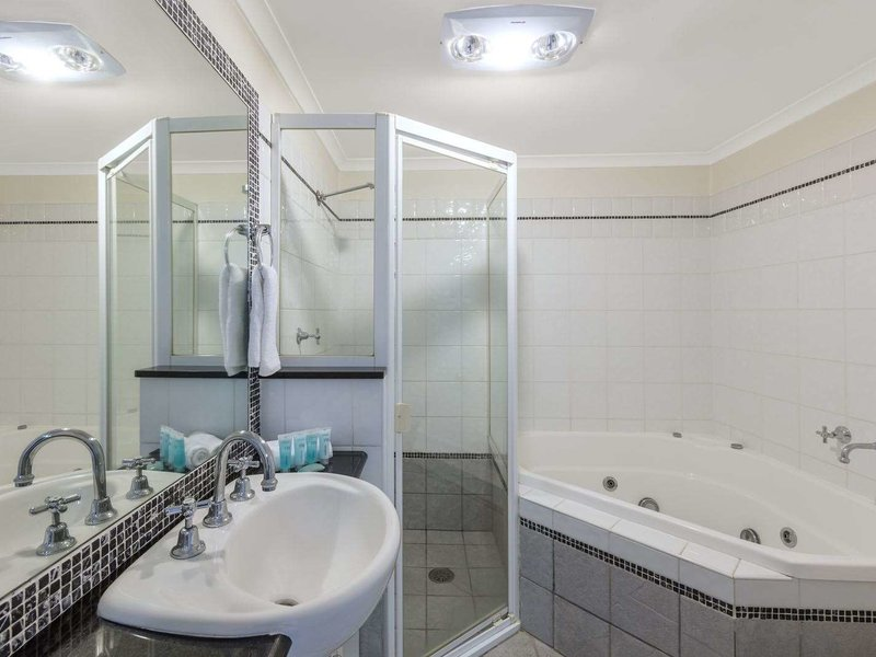 Waldorf Randwick Serviced Apartments Badezimmer