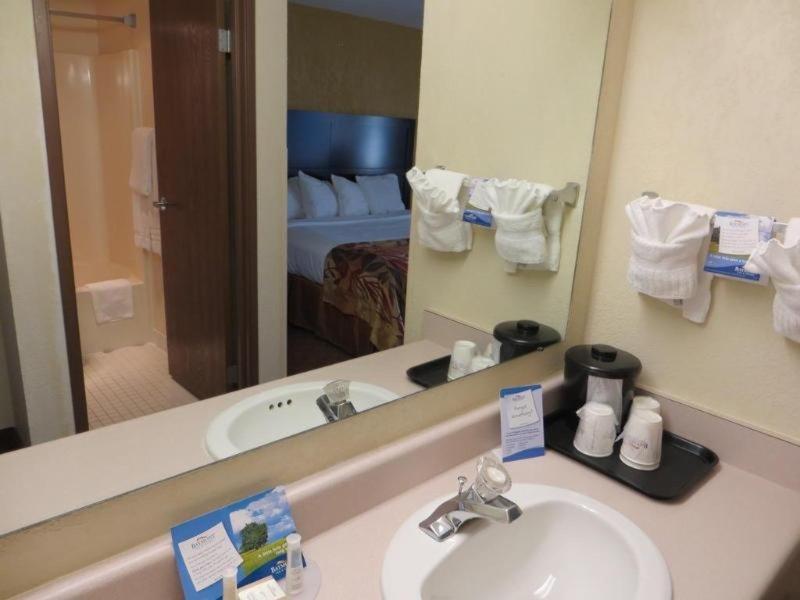 Baymont Inn & Suites Nashville / Brentwood Badezimmer