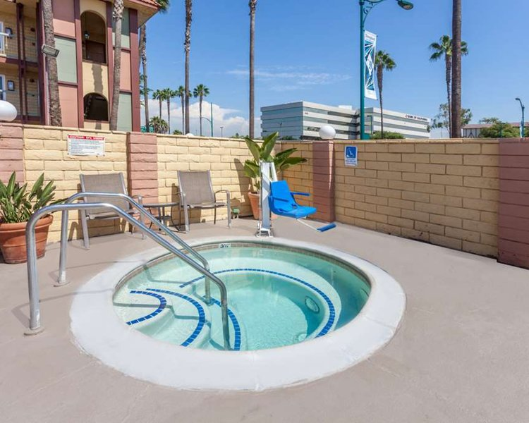 Super 8 Anaheim Disneyland Drive Pool