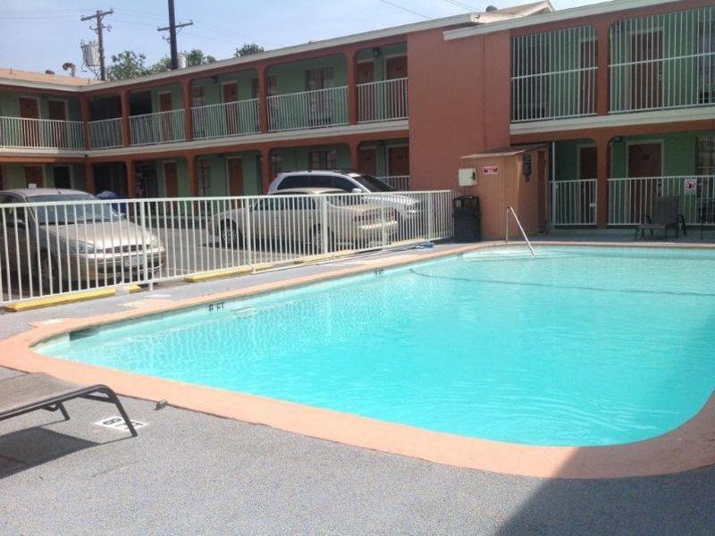 Super 8 Austin Downtown / Capitol Area Pool