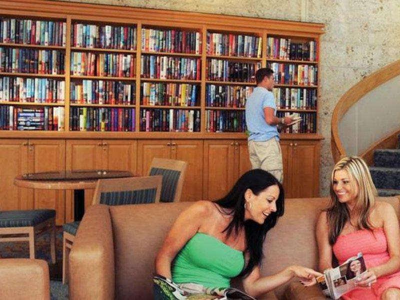 Atlantis Paradise Island - Harborside Resort Bar
