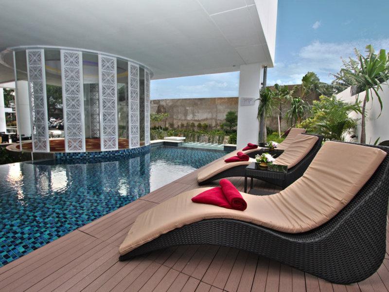 Nexa Hotel Pool