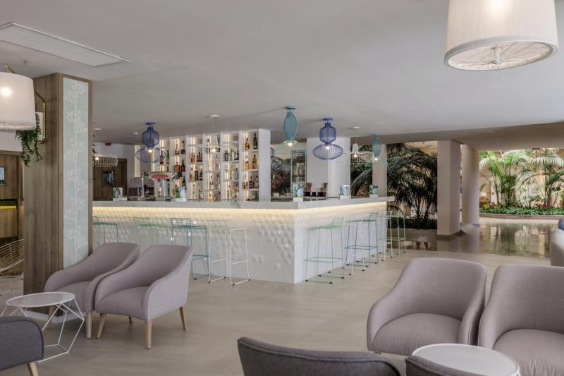 ZAFIRO Palma Nova Bar